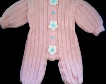 Free shipping.Knitted jumpsuit newborn in a warm spring day.    Вязаный комбинезон для новорождённой   в тёплый весенний день.