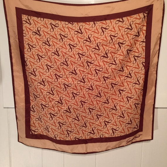 What Color Compliments Burnt Orange: Tan Burnt Orange Brown Curvy V Design Scarf By