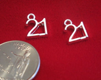 "10pc ""21"" charms in antique silver style (BC490)"