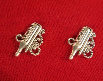 """BULK! 30pc """"Wine bottle"""" charms in antique silver style (BC535B)"""