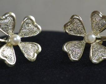 Vintage Silver Tone and Faux Pearl Flower Daisy Screw Back Earrings