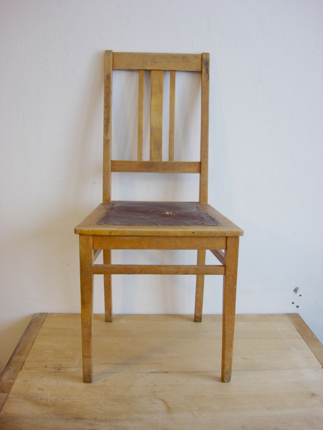 Antique wooden chair 1940s oak dining room furniture for Dining room tables 1940s
