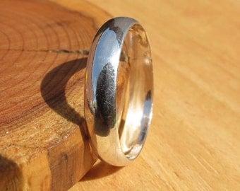 A vintage silver wedding ring