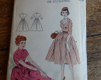 Butterick 7124 Cute vintage dress pattern is junior size 11