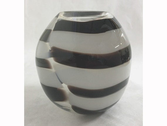 round black and white blown glass vase. Black Bedroom Furniture Sets. Home Design Ideas