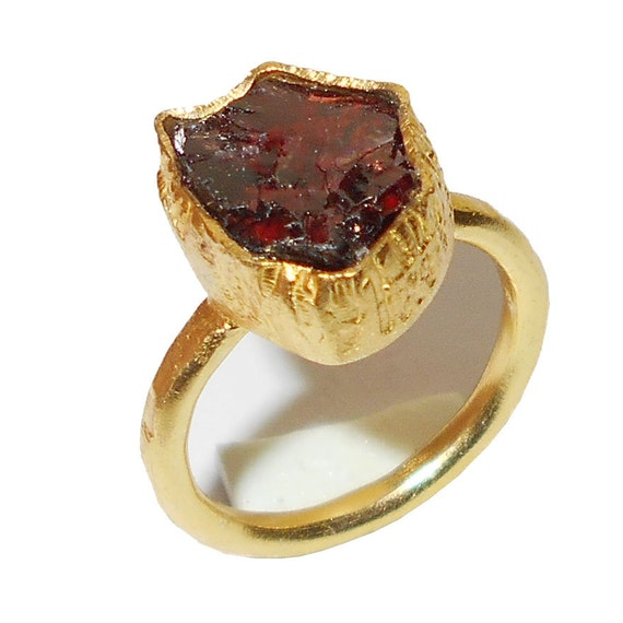 raw garnet ring january birthstone ring handcrafted by vedka. Black Bedroom Furniture Sets. Home Design Ideas
