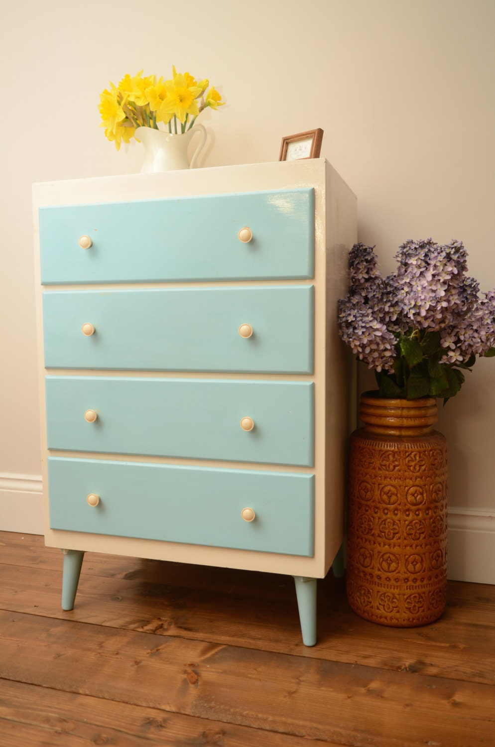 Stunning retro shabby chic painted chest of drawers for Small bedside chest of drawers