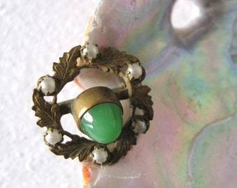 "Beautiful Small Vintage Costume Jewelry Brooch / Pin Green Glass with Faux ""Pearls"" - Measures 3/4"" in diameter"