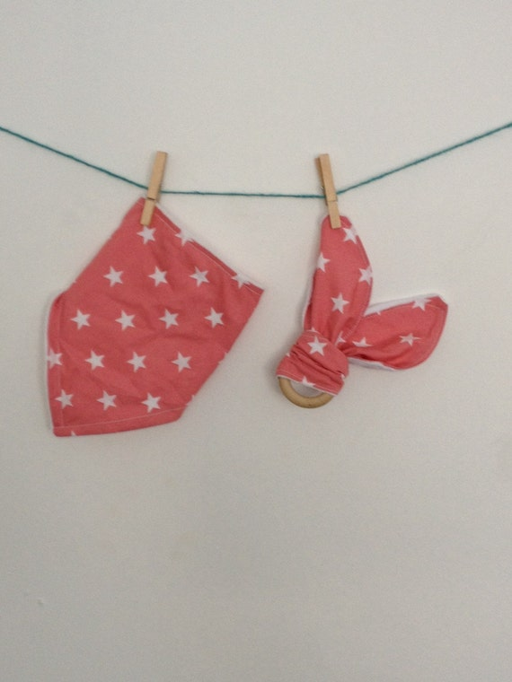 Dribble bib and wooden teether set