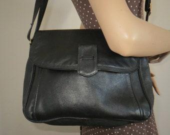 Vintage shoulder bag black leather carry bag