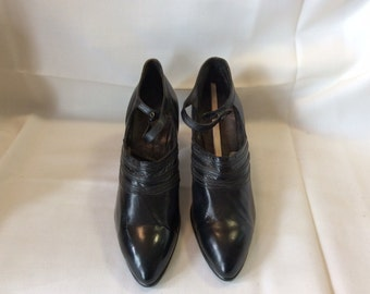 Vintage 20's French black leather shoes by Perlios