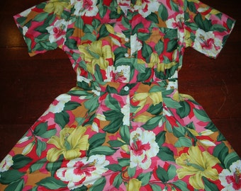 Floral Tropical Hibiscus Print 90's Romper by Carol Anderson California Size 7/8 Hawaiian/Polynesian Short Sleeve Short Romper