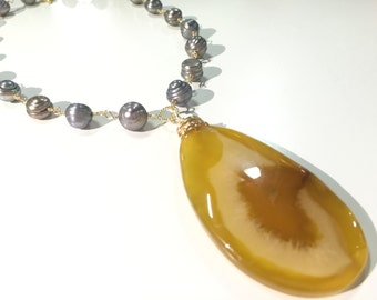 Agate and Freshwater Pearls Necklace