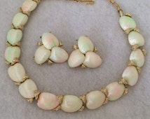 Exquisite Vintage Clam Shell Satin Rainbow Finish Demi Parurer Necklace Clip On Earrings Set