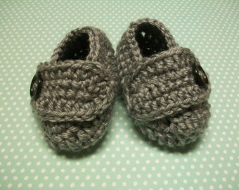 Gray Baby Booties, Gray Baby Shoes, Gray Newborn Shoes, Gray Crib Shoes, Gray Soft Baby Booties, Gray Crochet Baby Shoes