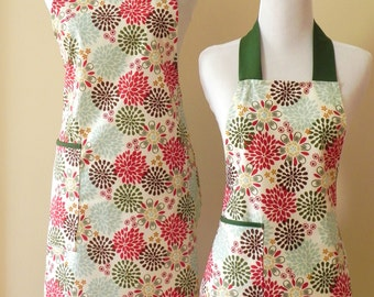 Mommy and Me Apron set Mother Daughter apron set Green and red Print Matching Apron Set