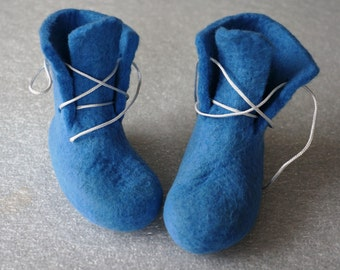 Felted babies booties-slippers. Handmade shoes. Unisex. Natural wool.