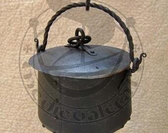 Forged metal cauldron 3L