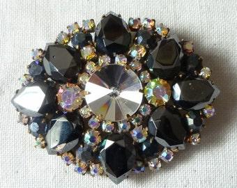Superb vintage Black anthracite ,aurora borealis and clear rhinestone  pin brooch