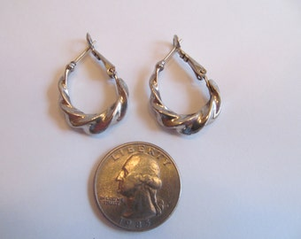 Vintage  silver tone  metal  earrings  pierced