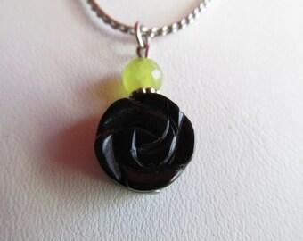 3964 - Pendant, Black Flower, Péridot