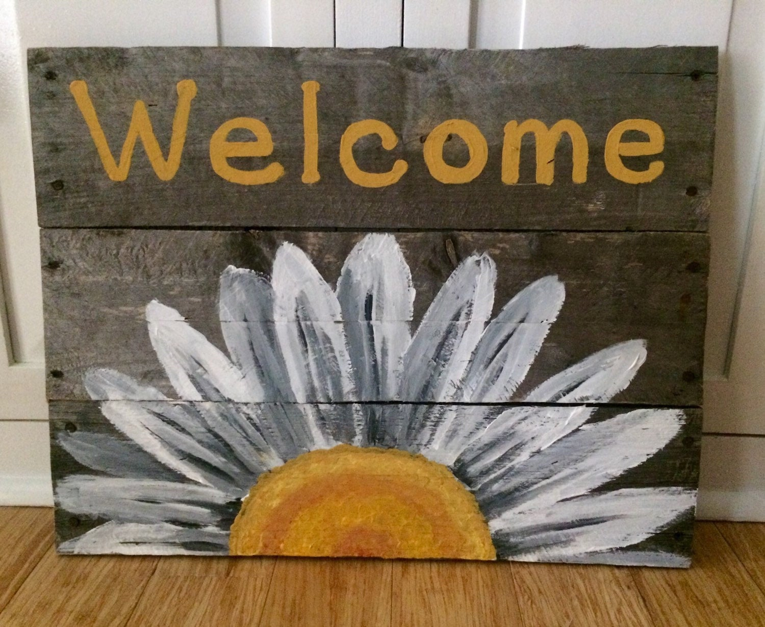 Reclaimed wood welcome sign with white daisy by for Welcome home decorations