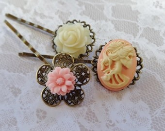 Peach She Skull And Pink Daisy Hair Clips