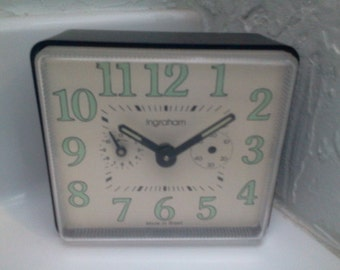 wind up alarm clock Retro Black & Green Ingraham