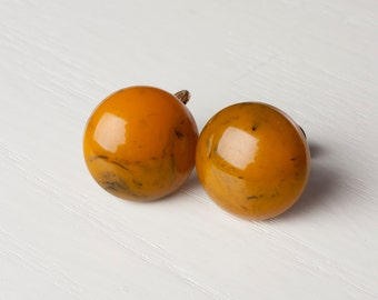 Bakelite Marblette button screwback earrings, 1930s/40s