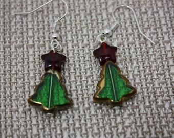 Green glass christmas tree fishhook earrings  E434