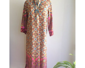 Vintage Kaftan 60s 70s paisley print dress caftan Boho Hippie Fashion Border Print Vintage Dress