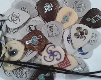 guitar pick necklace.bob marley,renovatiodesign,handmade,gift ideas,vintage,on sale,Boho,HMRa