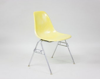 Eames Stacking Side Shell Chair // by Herman Miller // Fiberglass 1960s