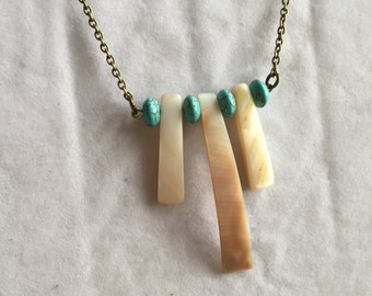 Mother-of-Pearl and Magnesite Jewelry Set
