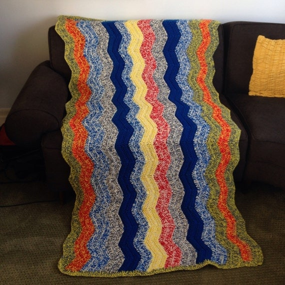 Items similar to Vintage Cotton Knit Chevron Lap Throw Blanket Afghan - twin ...