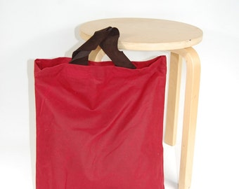 Red tote bag with freecut soft leather handles, in wax canvas (oilskin)