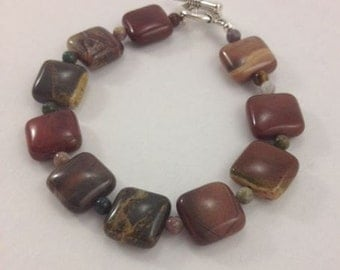 Apple Jasper bracelet with silver togle.