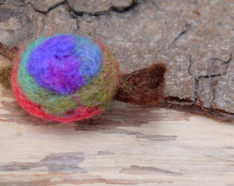 felt brooch, snail brooch, needle felted animal, felted badge, animal brooch, needle felted snail, woolfelt brooch, tiny felt snail brooch