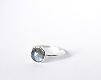 Silver stackable thin Heliocentrics Basic, 9mm Labradorite Ring