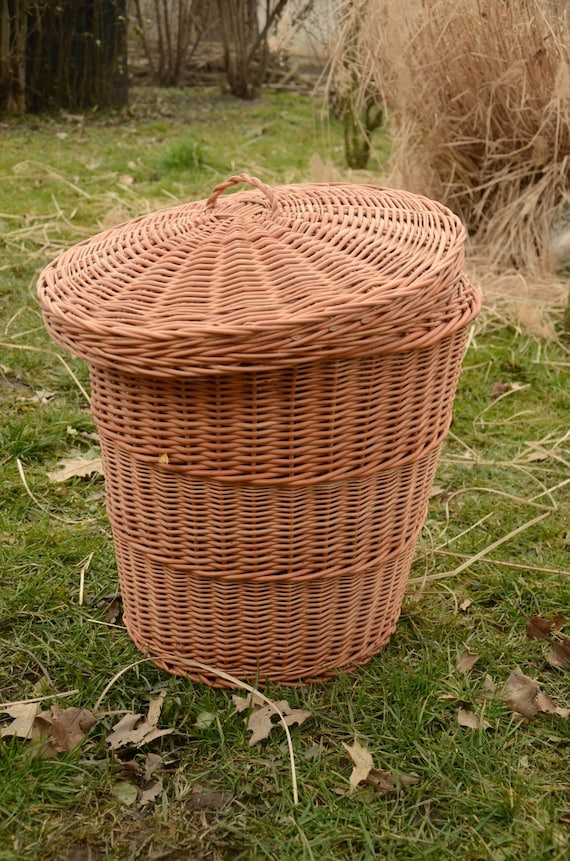 storage basket with lidwicker laundry basket by willowsouvenir. Black Bedroom Furniture Sets. Home Design Ideas