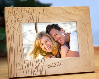 Engraved Couples Tree Carving Picture Frame, Personalized Initials Tree Carving Frame