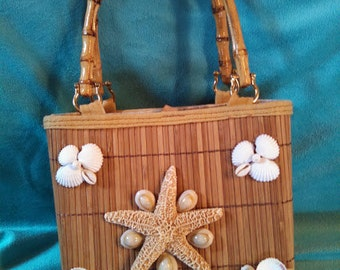 Seashell Purse made of Reeds with Bamboo Handle (14A)