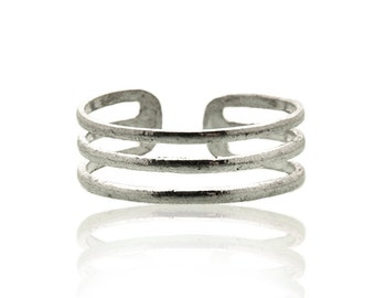 Sterling silver toe ring. beach jewelry. beach wedding accessories. silver toe ring. barefoot jewelry. fitted toe rings. open end ring. ring