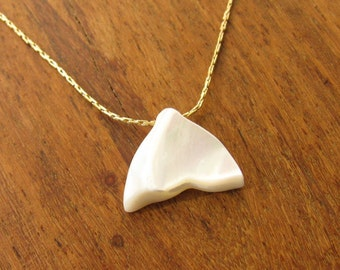 Gold necklace, shark necklace, gold filled necklace, pendant shark, beach necklace, Whale Tail pendant, nacre, charm necklace