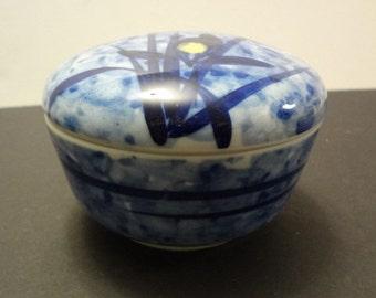Porcelain trinket jar