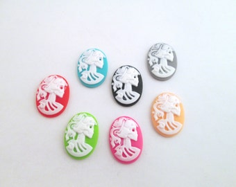 1 set of 18x25mm skeleton cameos (one of each color)