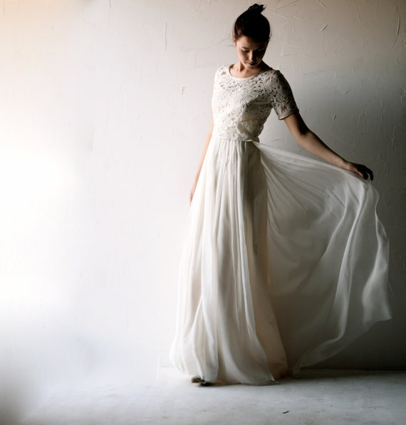 Modest Wedding Dresses: Lace Wedding Dress Modest Wedding Dress Bohemian By Larimeloom