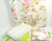 Vintage Full sheet set, flower print, white lace border, green and pink vintage bedding