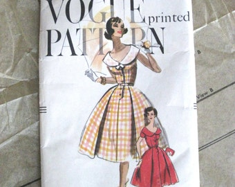 1950's Vogue Sewing Pattern No. 9524 for Classic Pleated Skirt Dress with Shaped Collar Sz.16 (0492-PB)