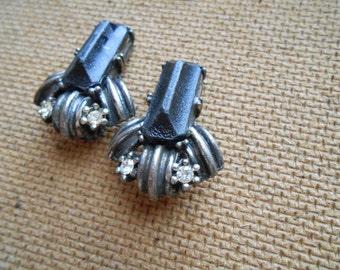 vintage black stone rhinestone textured clip on earrings - retro costume jewelry
